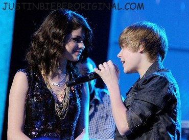 121610 justin selena01 Justin Bieber's Babes Of 2010: Which One Does He Belong With? See Pics