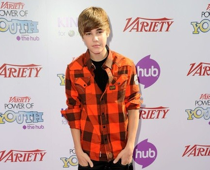 1 1207 Justin Bieber, Selena Gomez grab approval from Miranda Cosgrove