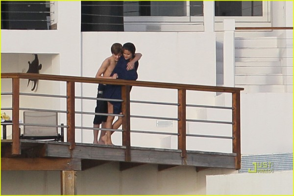 selena gomez Justin kissing couple 15 Justin Bieber and selena gomez kissing couple with Romatic mood